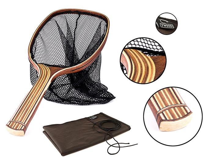 Tweedfishings flugfiskehåvar är detaljrika och riktigt snygga hantverk. Alla håvar levereras med en skyddande, vaxad tygpåse.